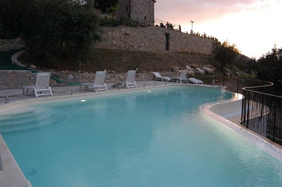 piscina rocca del maestrino sera rid