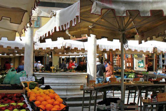 Piazza della Sala-Pistoia-Mercato alimentare