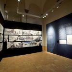 Un momento dell'allestimento della mostra a Pistoia