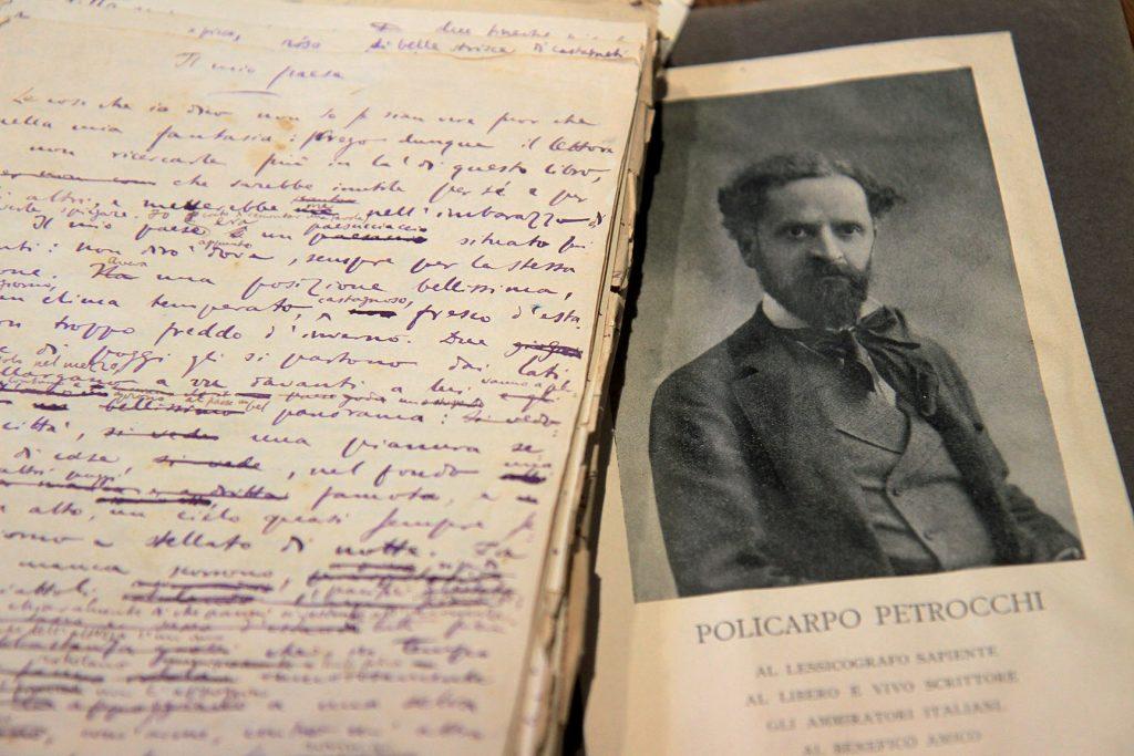 """Manoscritto del romanzo """"Il mio paese"""" e immagine del suo autore, Policarpo Petrocchi"""