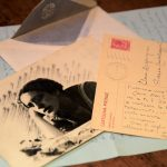 Foto di Gianna Manzini scattata nel 1916 e cartolina autografa della scrittrice