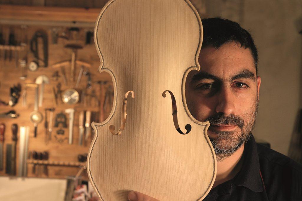 L'architettura del suono – Pietro Gargini, liutaio professionista a Pistoia